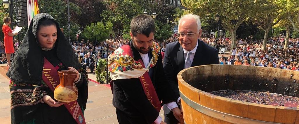 Todos Las Imágenes Del Acto Más Tradicional El Pisado De La Uva Rioja2 Com