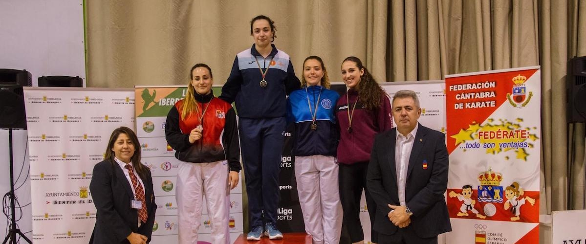 Podium Laura Moreno karate